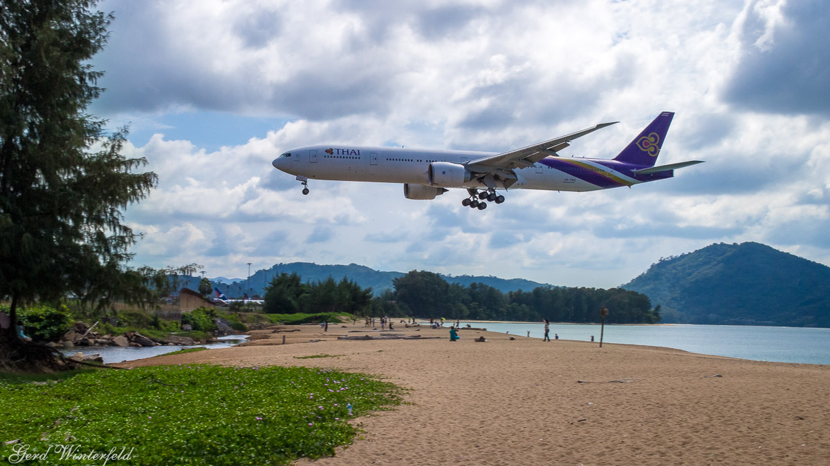 Planespotting in Phuket | Thai Boeing 777