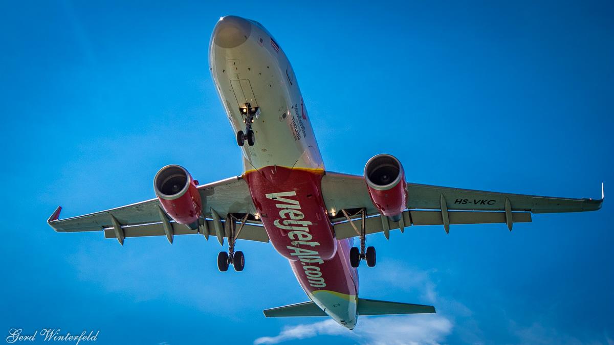Vietjet Airbus A320 bei der Landung in Phuket